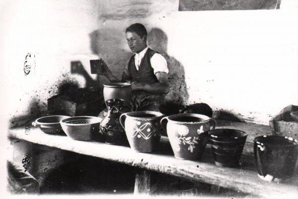 104 A.F. Etnografia, Garncarz przy pracy, Kołaczyce 1935 r.