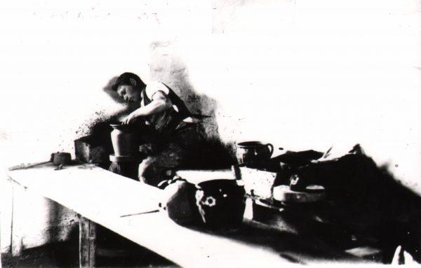 106 A.F. Etnografia, Garncarz przy pracy, Kołaczyce 1935 r.