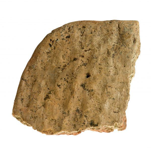 1505-7 M. A. Placek gliniany – naczynie (Błażkowa stan. 4, pow. jasielski) ok. VIII w. p. n. e, glina