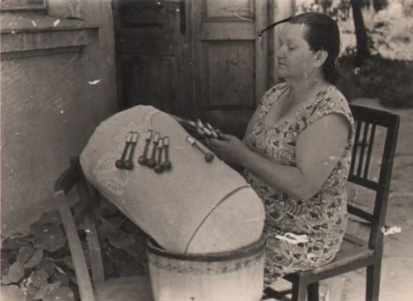 244 A.F. Etnografia, Koronczarka Julia Stopak, Jasło, 1960 r.