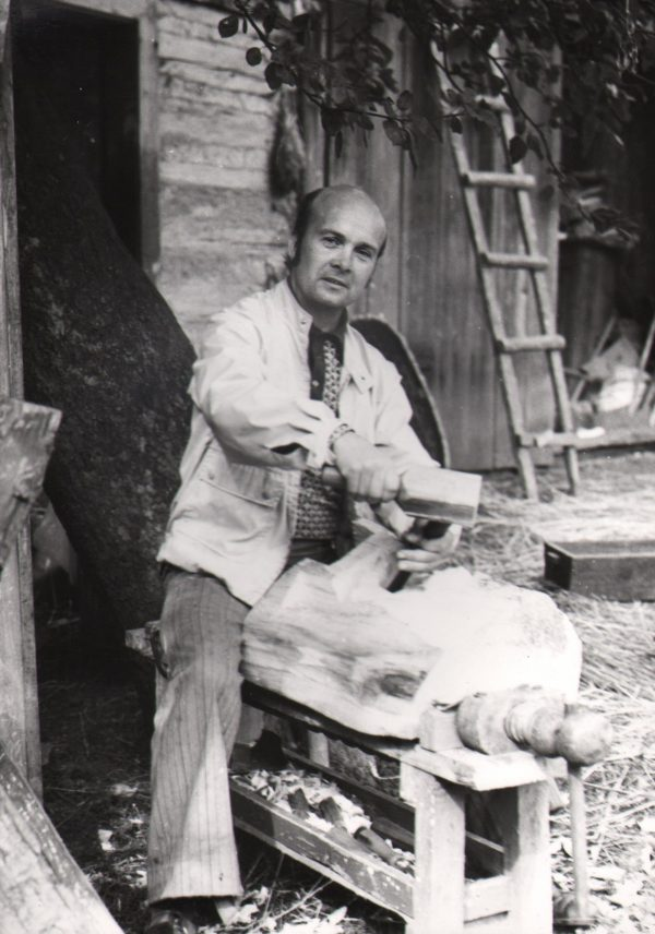 432 A.F. Etnografia, Rzeźbiarz Antoni Bolek z Załęża, 1978 r.
