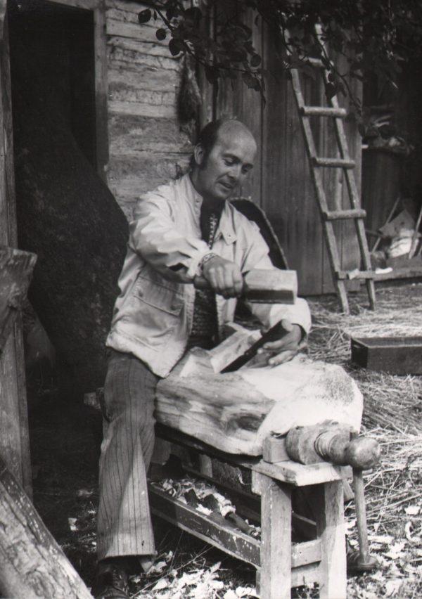 433 A.F. Etnografia, Rzeźbiarz Antoni Bolek z Załęża 1978 r.
